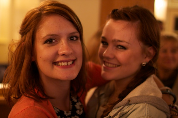 The faces of two girls show a bad depth of field - Reasons Your Photos Suck