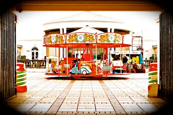 An image of a carousel with a vignette applied - Photography Clichés