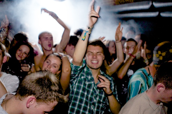 BTL 13794 1 How to Capture Awesome Nightclub Photography   5 Easy Steps