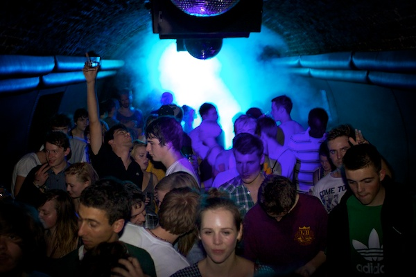 BTL 13820 How to Capture Awesome Nightclub Photography   5 Easy Steps