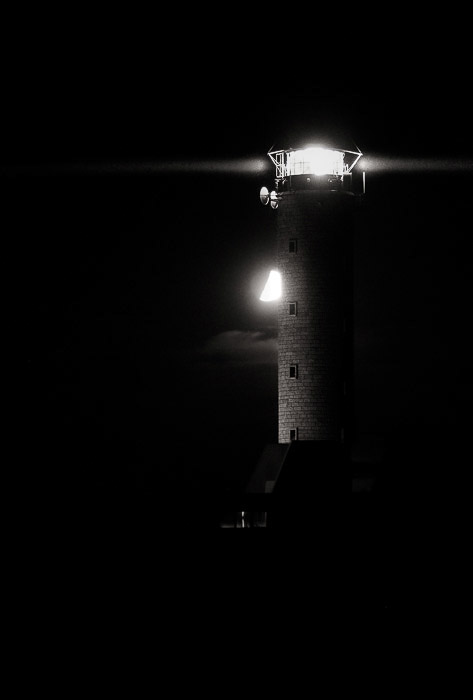 A night photography landscape shot of the lighthouse in Cap-Gris-Nez (France).