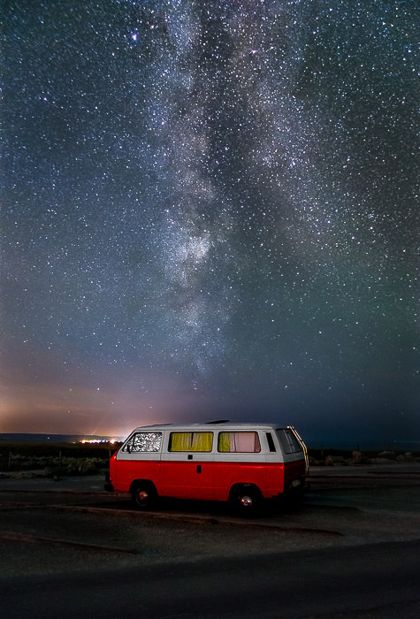 A red van parked right in front the Milky Way in Cap-Blanc-Nez (France), night photography tips.