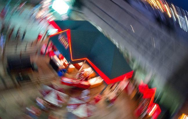 proyectos de fotografía: desenfoque de movimiento alrededor del edificio desde arriba