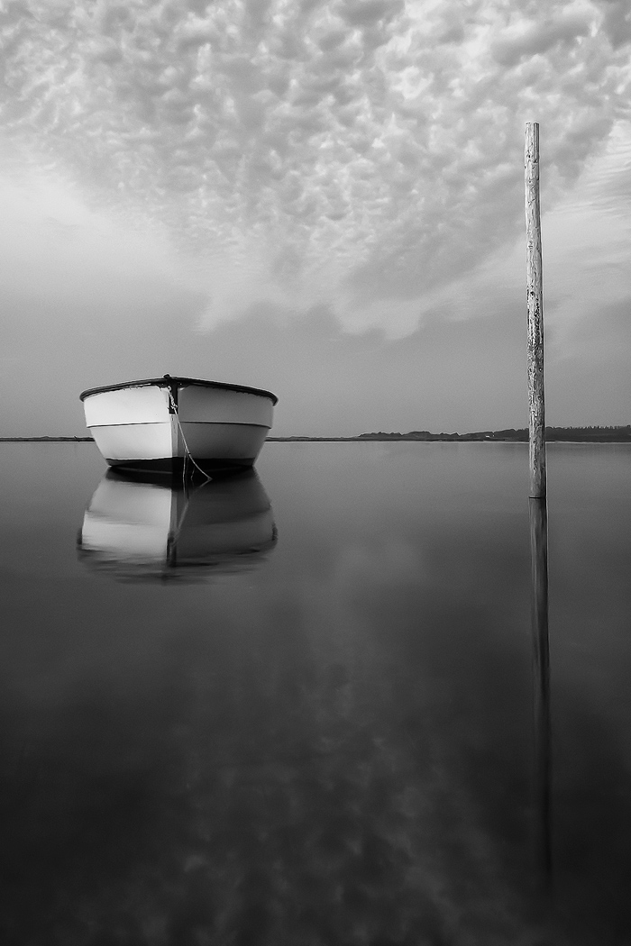 Image of boat in water showing good black and white contrast