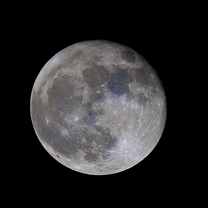 An impressively detailed Full Moon pic