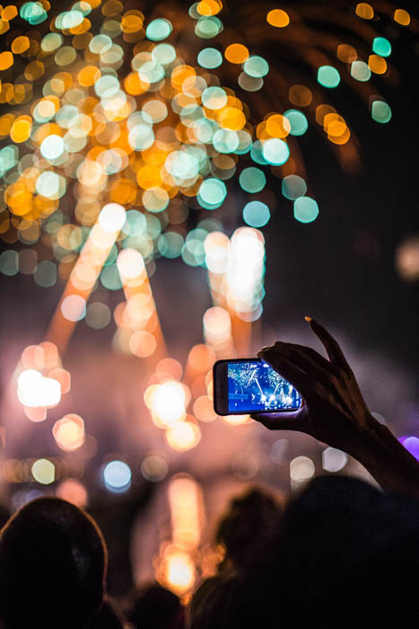Photographing lights with a smartphone