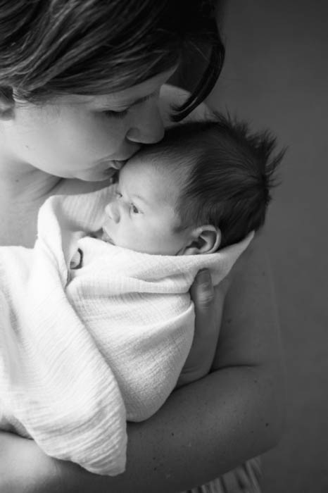 newborn photography posing mother and baby, mom kissing baby