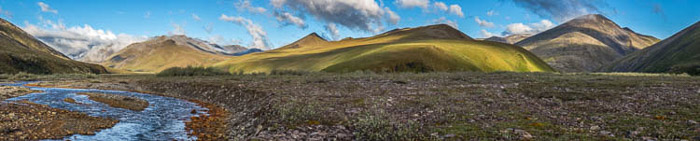 A panoramic photo of the lucious landscape at Aichilik River in Alaska