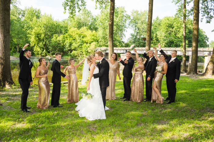 wedding party posing guide, bridesmaids and groomsmen, bride and groom kissing