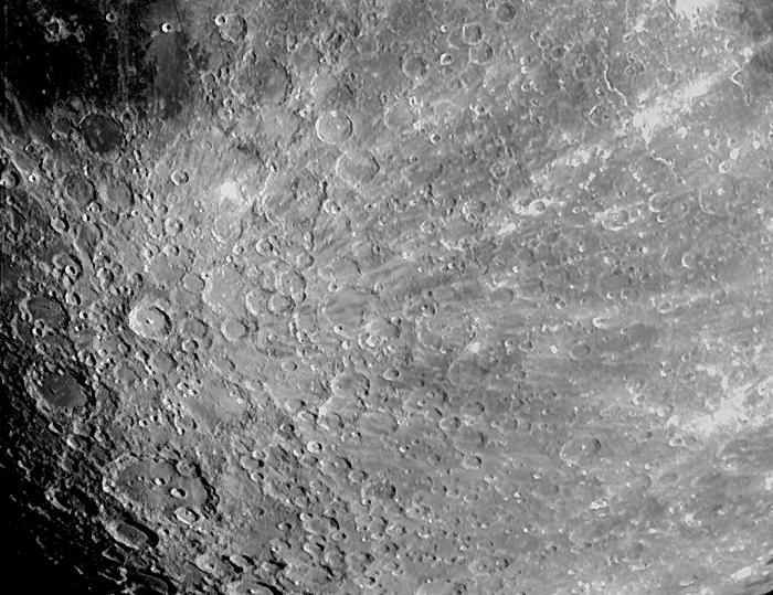 Perto da superfície da lua