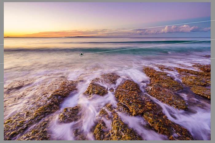 Captura de pantalla de la fotografía de paisajes marinos que se está editando con la herramienta de filtro graduado de Lightroom