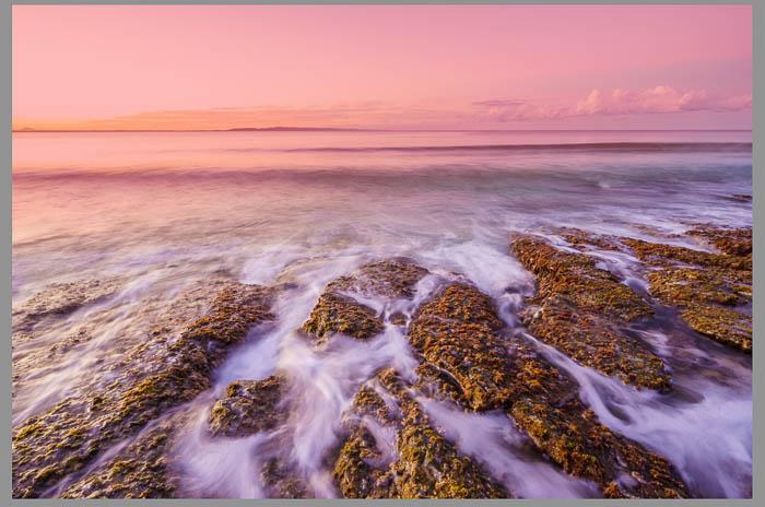 Captura de pantalla de la fotografía de paisajes marinos que se está editando con la herramienta de filtro graduado de Lightroom, filtros de Lightroom