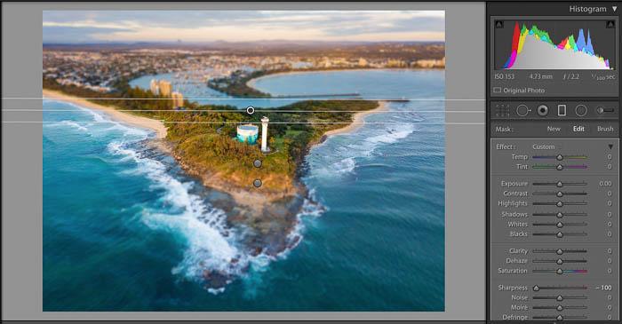 Captura de pantalla de la edición de un paisaje costero con la herramienta de filtro graduado de Lightroom: efectos de desenfoque para los filtros de Lightroom