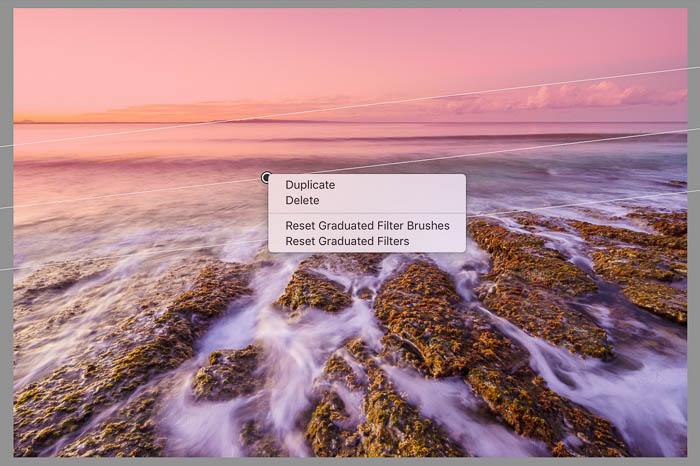 Captura de pantalla de la edición de un paisaje costero con filtros de Lightroom duplicados de Lightroom