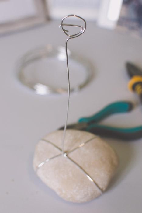 A stone photo holder. Creative photography ideas.