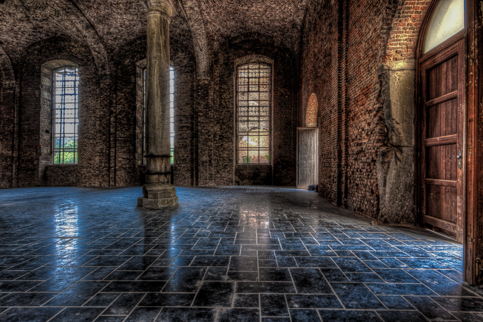 HDR photo of the ruins of Abbey Aulne (Belgium), Interior. What is HDR photography?