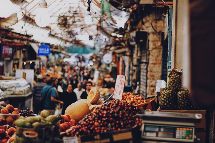 Photo of a busy and colourful market scene taken with a mirrorless camera