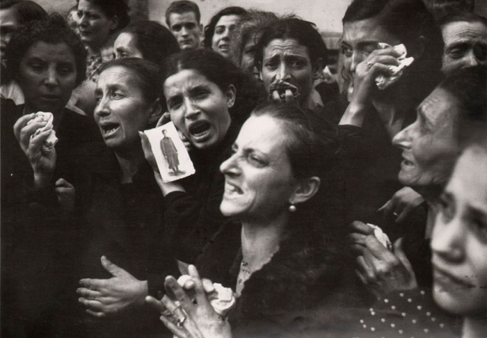 Famous photographer Robert Capa image of a group of women crying and mourning