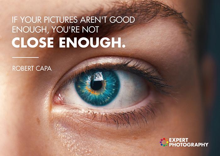 Uma foto dos olhos azuis de uma pessoa sobreposta com uma citação sobre o que faz uma boa fotografia de Robert Capa