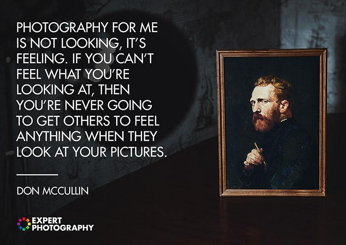 Uma imagem escura e atmosférica, uma pintura de retrato emoldurada sobreposta com uma citação sobre o que faz uma boa fotografia de Don McCullin