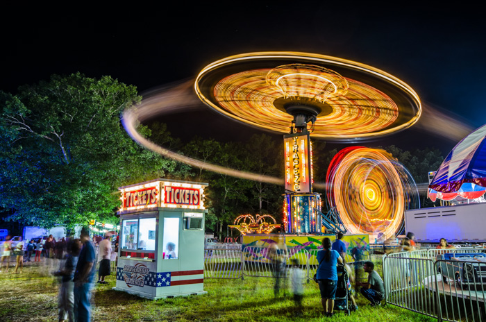 Atmospheric shot of a fairground ride at night - manual mode settings for better photography