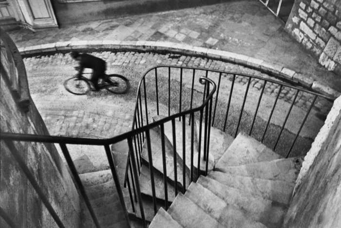 Henri-Cartier Bresson photo of a man riding a bicycle - famous street photographers