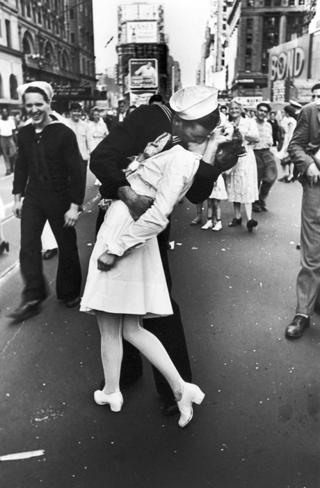 The Iconic photo of V-J Day In Times Square by Alfred Eisenstaedt
