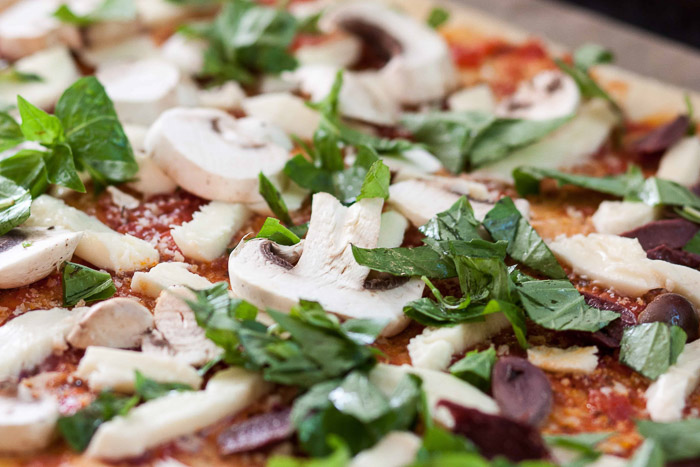 Close up pizza photo og toppings