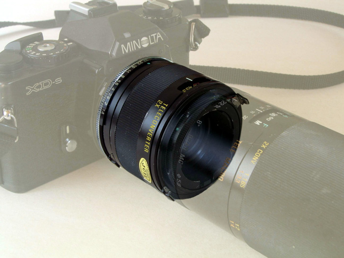 Image of a teleconverter attached to a minolta camera