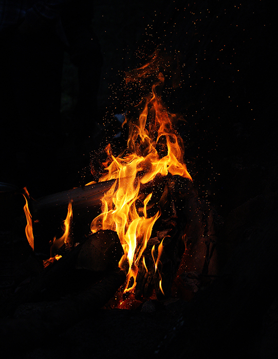 A fire photographed at night - pictures of flames