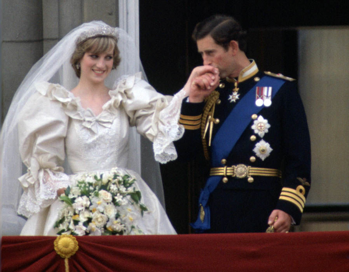 Wedding potrait of Prince Charles & Princess Diana, iconic photos by Tim Graham