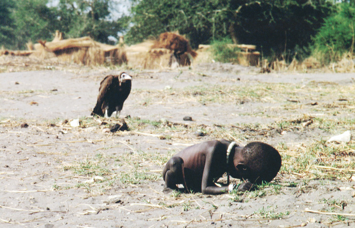 Starving Child and Vulture - Kevin Carter (1993) controversial pictures