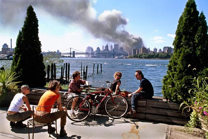 9/11 photograph - Thomas Hoepker (2001)