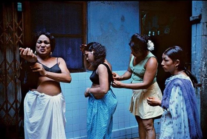 Foto de Mary Ellen Mark de 4 mulheres em Bombaim
