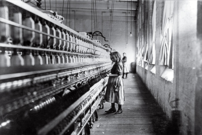 Cotton Mill Girl - Lewis Hine (1908)