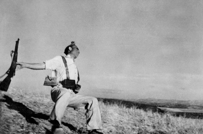 O soldado em queda - Robert Capa (1936)