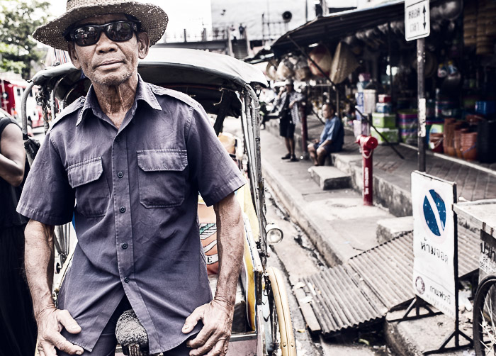A street portrait of a saamlar driver - how to make a gradient in photoshop