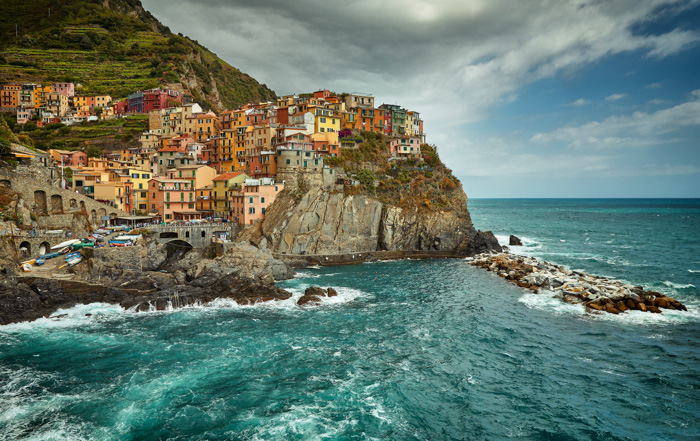 The coast of Cinque Terre - Italy, the most beautiful places in the world to photograph