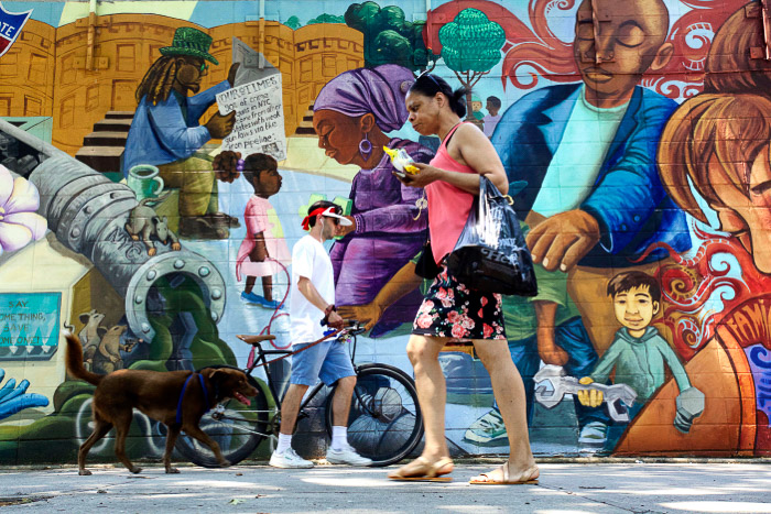 Brightly colored murals in Brooklyn - New York photography tips