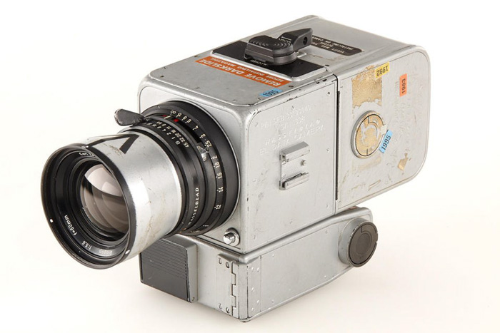 An old fashioned camera used to photograph the moon