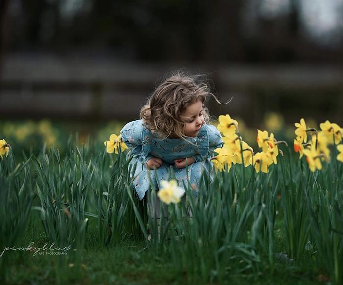 A fine art portrait of a little girl by fine art photographer Magda Piwosz