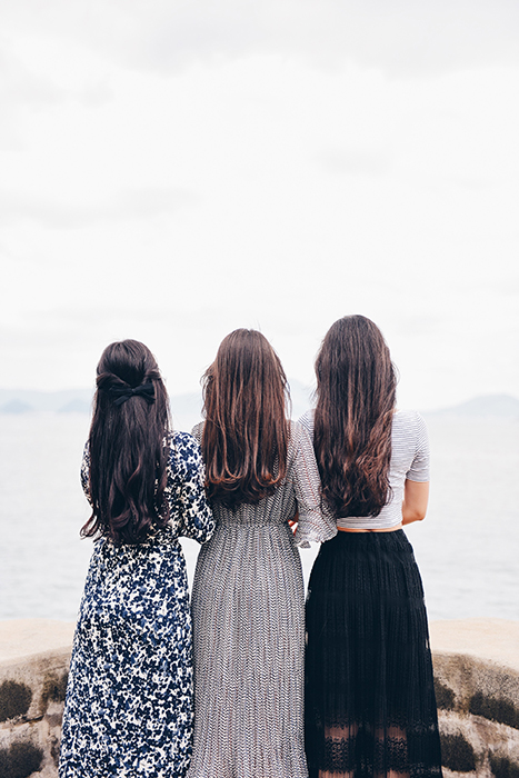 A bright and airy portarit of three female models posing outdoors - gestalt principle for photography