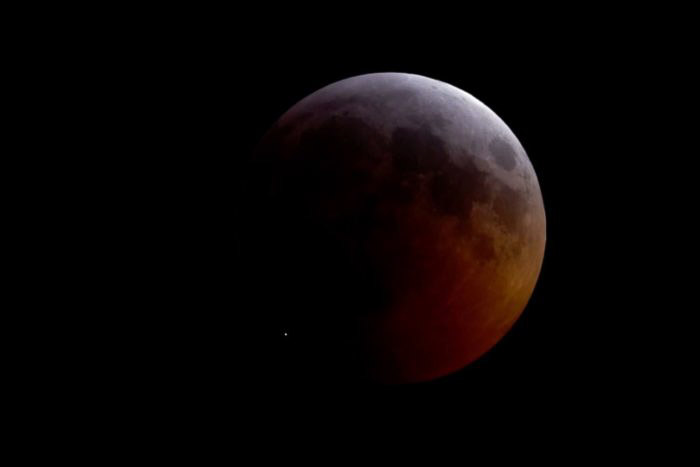 O clarão do meteorito que atingiu a Lua em sua totalidade, em 21 de janeiro de 2019.