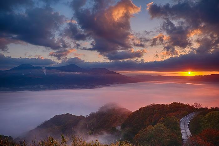 The impressive Aso Volcano in Kyushu - pictures of Japan