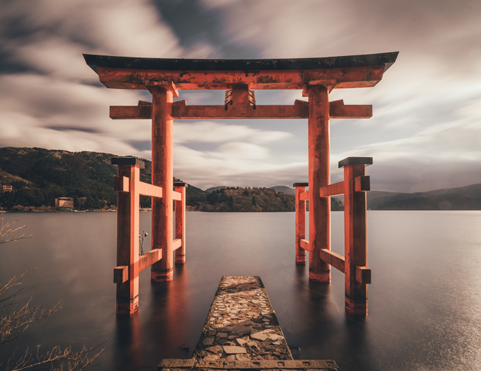 The Hakone Shinto Shrine in Tokyo - beautiful pictures of Japan