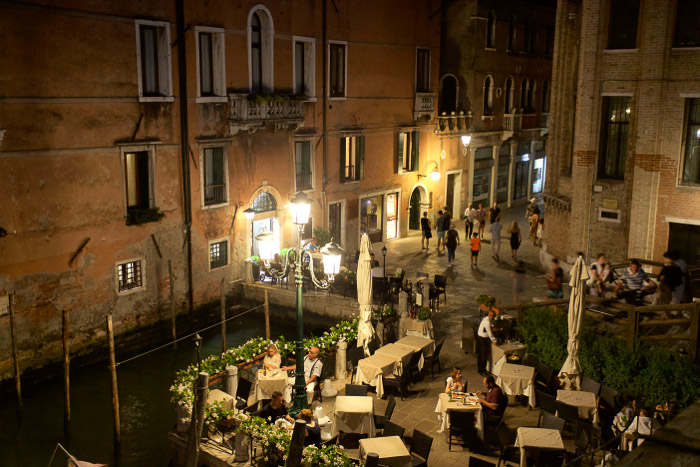A Piazza in Venice at night - Venice pictures tips