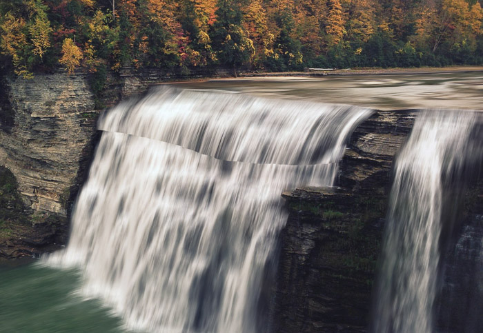 How to add waterfall effect in Photoshop - warp hard line