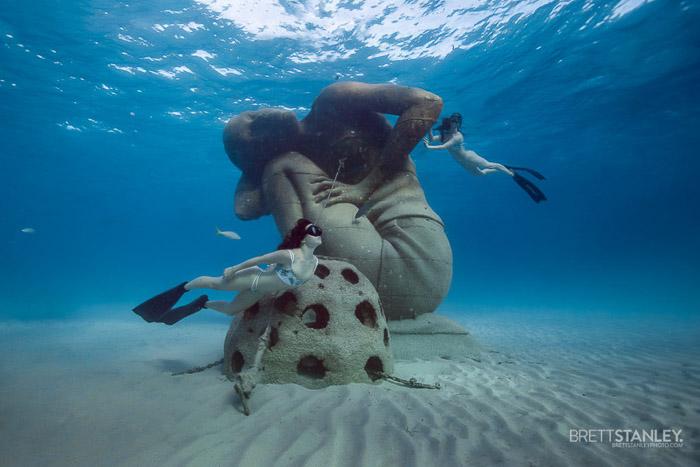 Atmospheric underwater portrait photography shoot