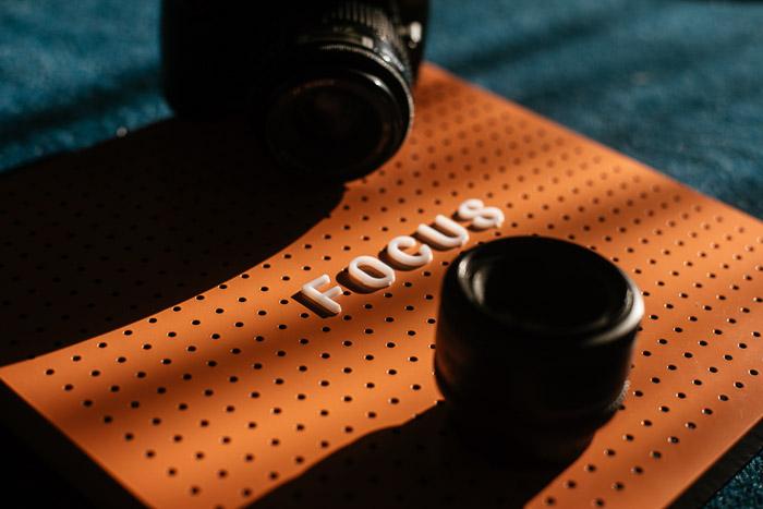 A DSLR camera and lens shot using freelensing photography