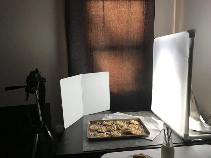 Una configuración de difusor de iluminación de fotografía de bricolaje